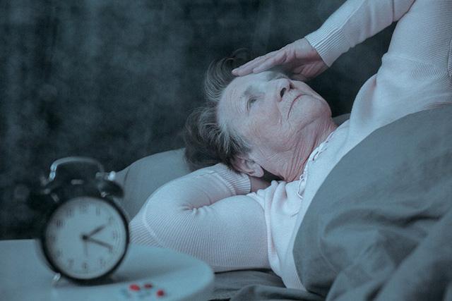 Điều trị mất ngủ ở người cao tuổi – Cuộc chiến không dừng lại